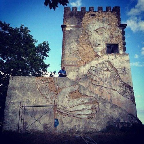 Vhils, street artist http://restreet.altervista.org/la-tecnica-esplosiva-di-vhils/