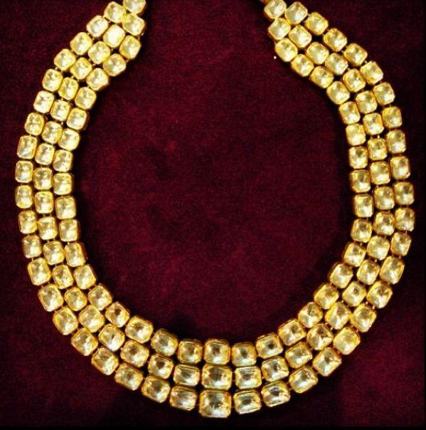 Kundan teen ladi necklace by Umrao Jewellers via Instagram