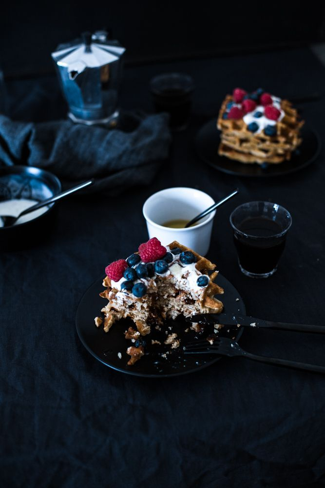 These glutenfree waffles with buckwheat flour and ground almonds are perfect for a long sunday morning breakfast. #waffles #buckwheatwaffles #glutenfree #waffeln #buchweizenwaffeln #glutenfrei #breakfast