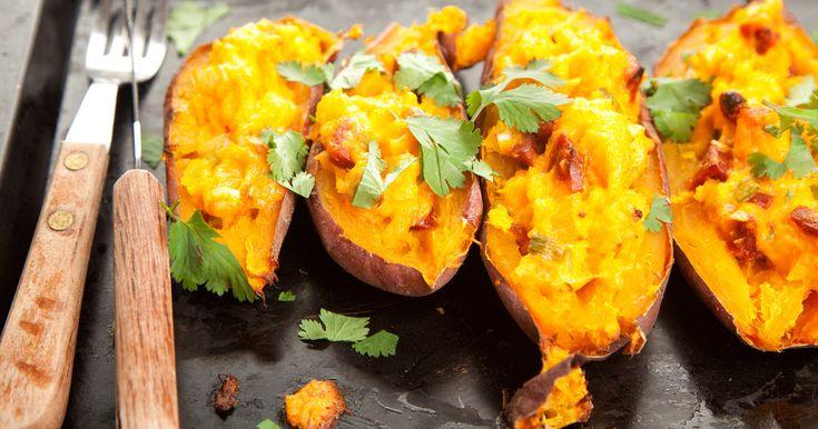 Zöldségekkel töltött édesburgonya, dupla adag sajttal a tetején - Ideális, ízletes vacsora