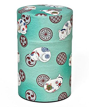 Sweet sleeping cats adorn the cover of this lovely canister, which evokes a relaxing evening at home sipping fragrant tea with feline friends.