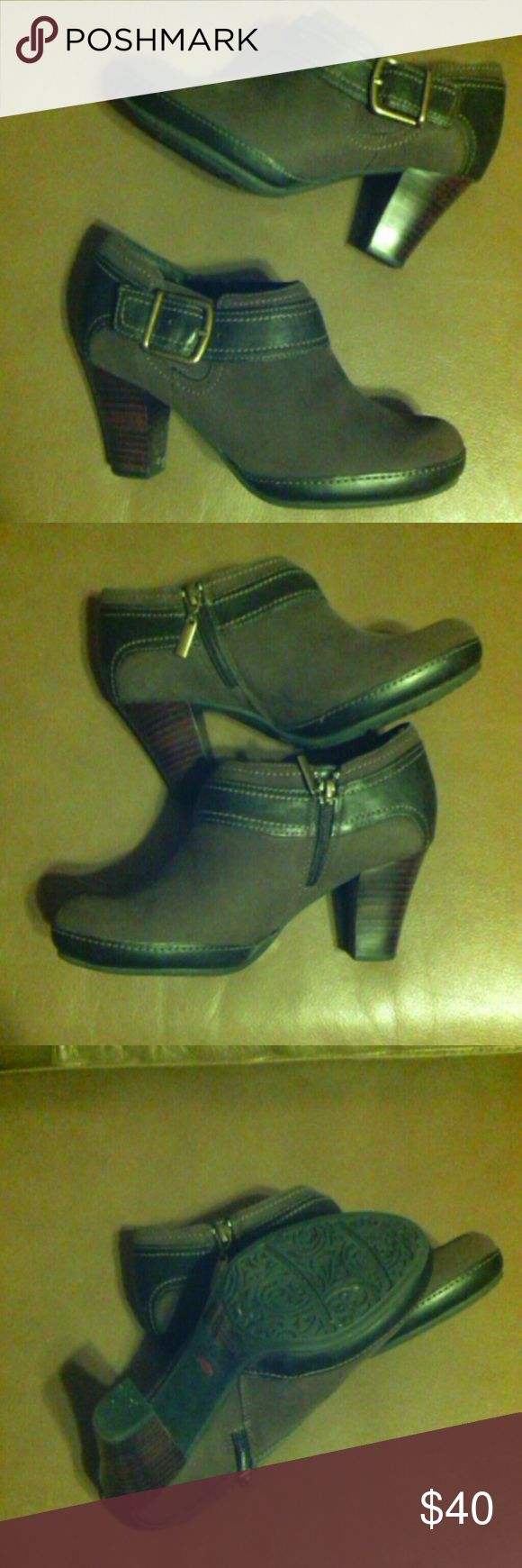 """Clarks Artisan brown leather ankle boots bootie 6 EUC,buckle & zipper, 2.5"""" stack heel Clarks Shoes Ankle Boots & Booties"""