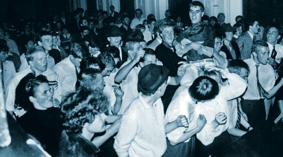Image from http://stark-raving-mod.com/wp-content/uploads/2011/04/RG-Mods-Crystal-Ballroom-CLN-1981.jpg.