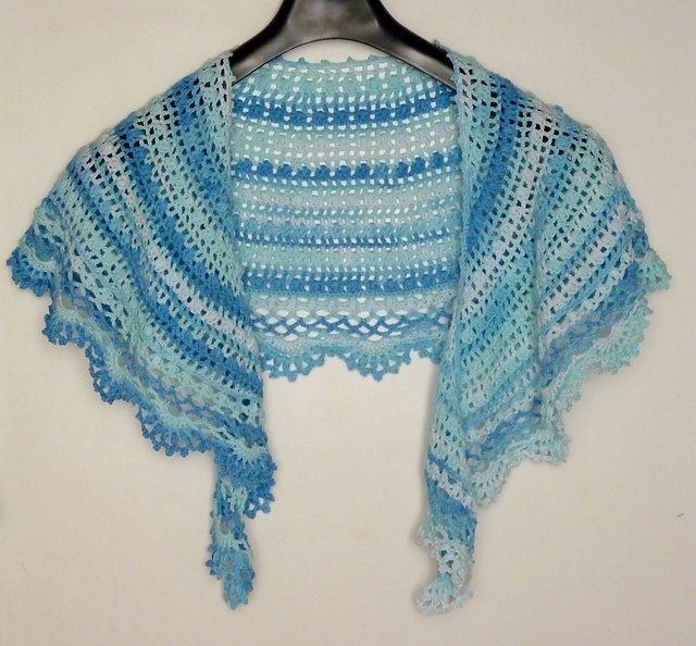 Crescent Moon Shawl Free Crochet Pattern : 13 best images about Crochet - Shawls & Wraps on Pinterest ...