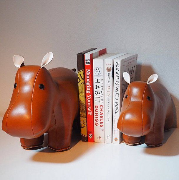 How many hippos do you need to hold your #xmas books? #bookend #hippo #hippocritical #books #züny #zuny #zunystore xmasgarage