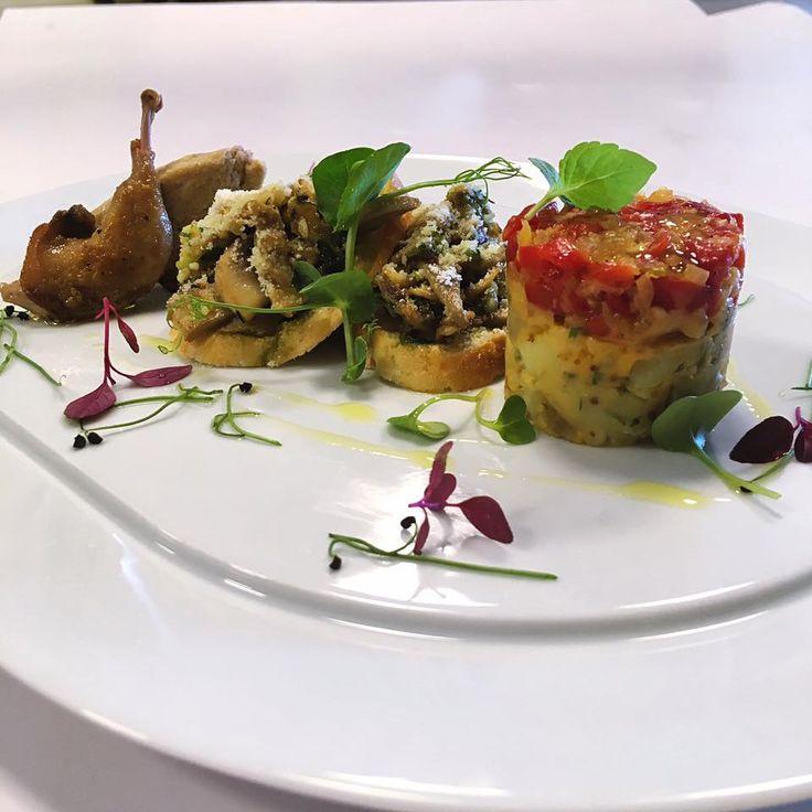 Meze, tapas ve ötesi. Çerkez bıldırcını, dağ mantarlı bruschetta, karidesli acılı patates salatası. Bir de bunlari Şef @sinandikmen yaptiysa: yiyiniz! 💫  Mezze, tapas and beyond. Circassian quail, bruschetta with mountain mushroom and spicy tomato salad with shrimp. When it's Chef @sinandikmen to cook it: eat it! 👨🏻🍳