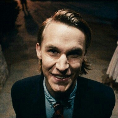 I love Rhys Wakefields hairstyle in The Purge