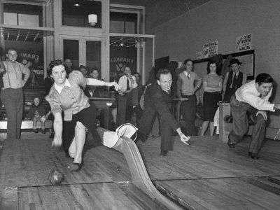 Old School Bowling Style #vintagebowling #retrobowling
