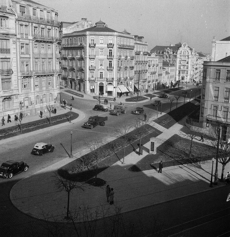 Rua Braamcamp no cruzamento com a Rodrigo da Fonseca, Lisboa (J. Benoliel1950)  #dailyconceptive #diarioconceptivo