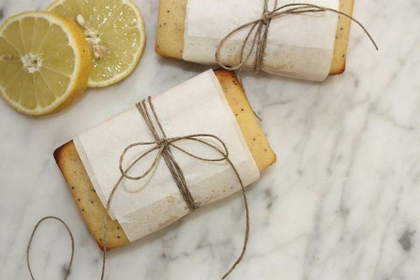 PLUMCAKE ALLO YOGURT con limone e semi di papavero