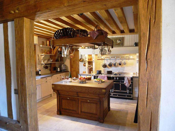 Une cuisine à la mesure d'un manoir de style campagnard - Ambiance Traditions - Cuisines Malegol