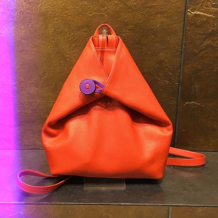 Modello Elena borsa artigianale completamente fatta a mano color arancio  Www.sirnipelletteria.it Via della stelletta, 33 Roma Italy