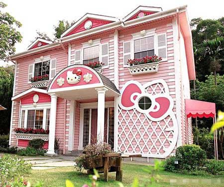 Actual Hello Kitty house in Taipei. Bailey's dream house :)
