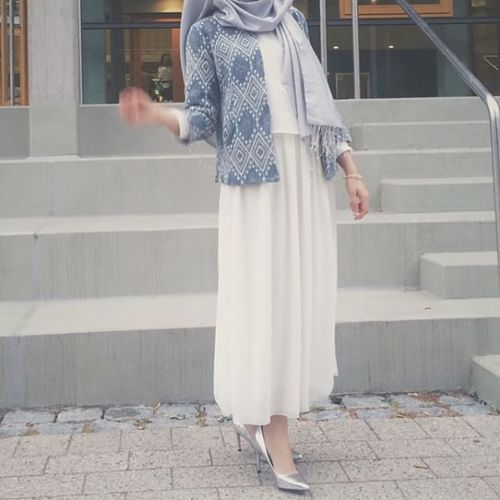 This kind of blue and cream look so perfect together. Absolute love ♡ #hijab
