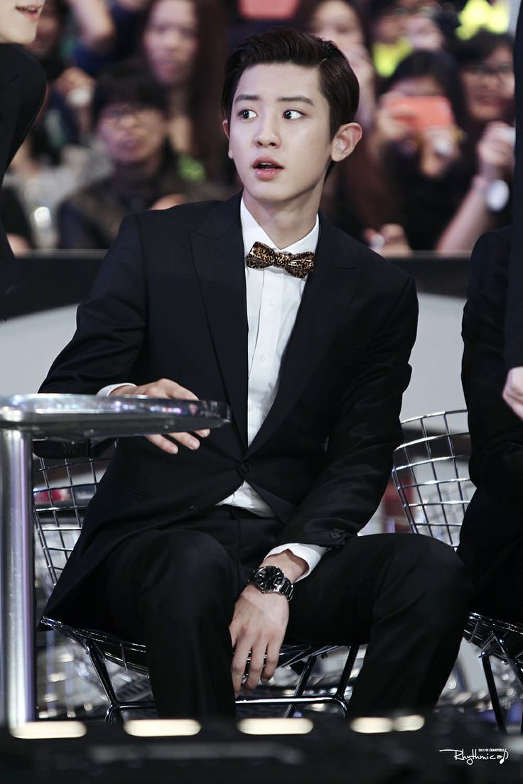 snazzy chanyeol @ MAMA 2013 LOVE CHANYOEL IN SUIT<3<3