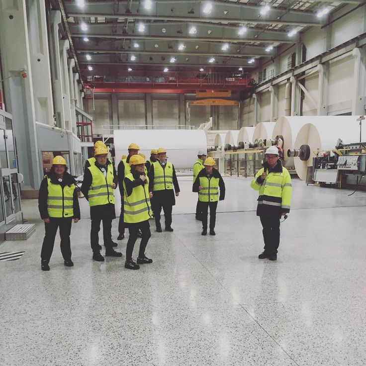 Taking a tour in one of the Stora Enso mills is a great way to get to know our company. This is BM 8 (Board machine) at Skoghalls Bruk in Sweden, and as always safety comes first with hard hats and reflex vests!