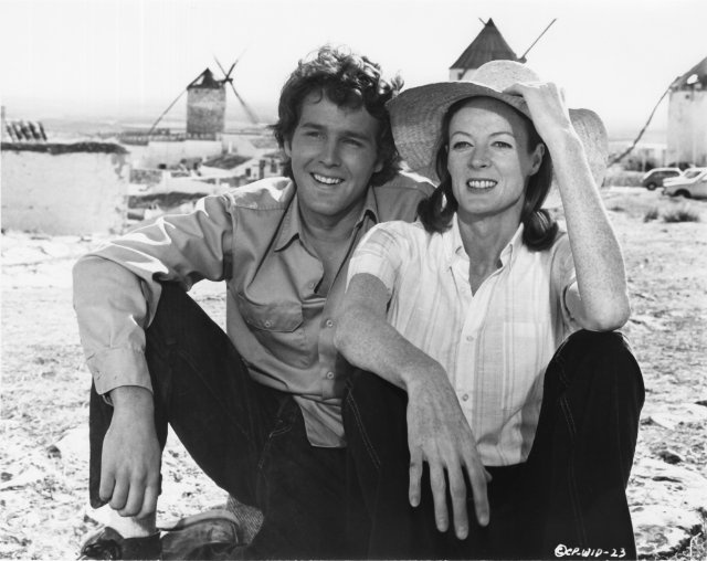 Still of Timothy Bottoms and Maggie Smith in Love and Pain and the Whole Damn Thing (1973)