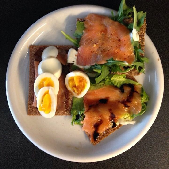 Quick fix lunch: Salmon triplet. Sweete soya and salad, 4 herbs, brie and rocker and sweet-sour with eggs.