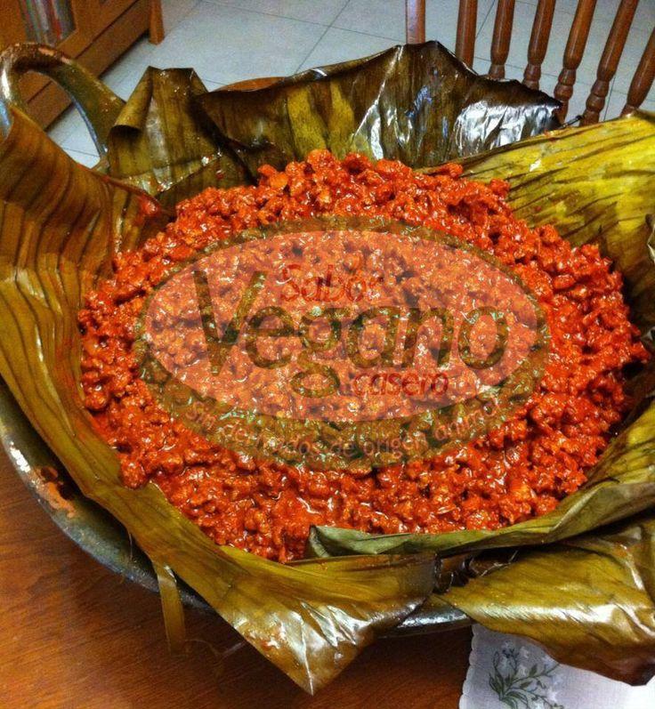 SOYINITA PIBIL.½ kg. de soya texturizada hidratada, escurrida y frita, con cebolla y ajo.½ cabeza de ajos asarla y luego pelarla1 cebolla asada¼ de cucharadita de cominos5 pimientas enteras1 paquete de axioteJugo de 8 naranjas agrias o 6 naranjas dulces4 cucharadas de vinagre2 cucharadas de consomé vegetal½ taza de aceite1 hoja de plátano asada ligeramente1 taza de agua Licuar los ajos, cebolla, comino, pimientas, axiote, jugo de naranjas, vinagre, consomé vegetal y el aceite, agregar a…
