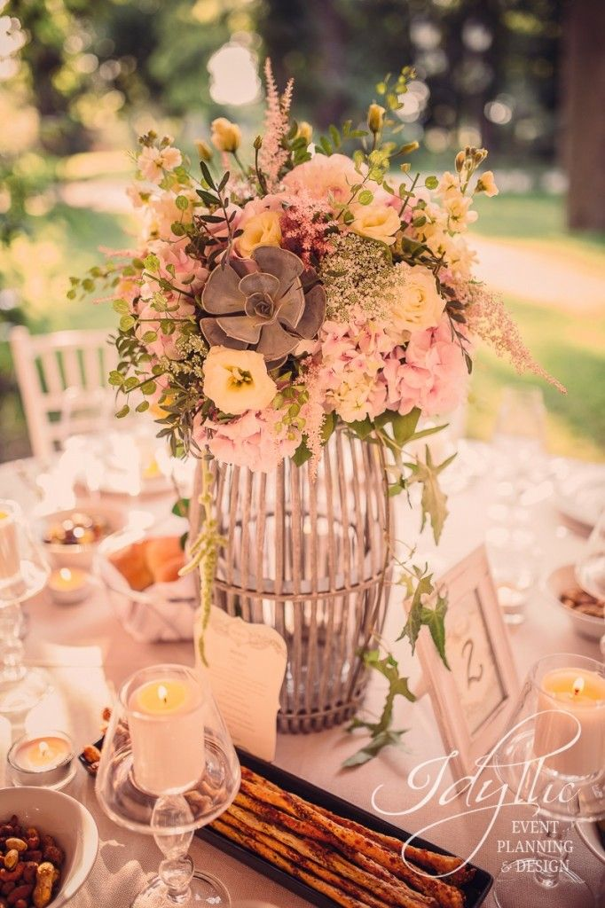 Beautiful wood centerpiece with pastel flowers / decor nunta Idyllic Events