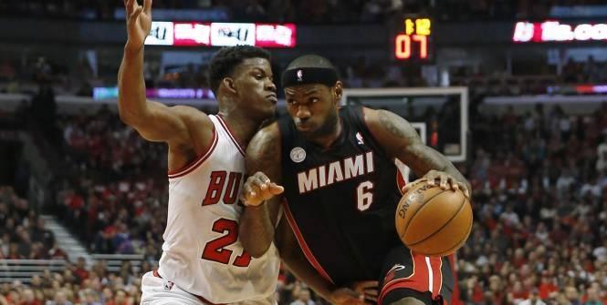 Miami et Memphis font le break.  Miami n'a pas eu à se forcer pour prendre le meilleur sur des Bulls de Chicago très fatigués et démobilisés, lundi soir lors du match 4 de cette demi-finale de conférence Est (88-65). Le Heat mène 3-1. Memphis a aussi fait le break face à Oklahoma City en arrachant la victoire en prolongation (103-97) et mène 3-1.