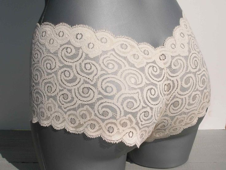 Simple lace panties - free pattern : Lace undies ! VS Style.