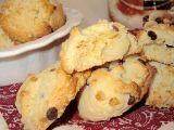 Cookies alle noci di macadamia con polvere d'arancia e gocce di cioccolato fondente
