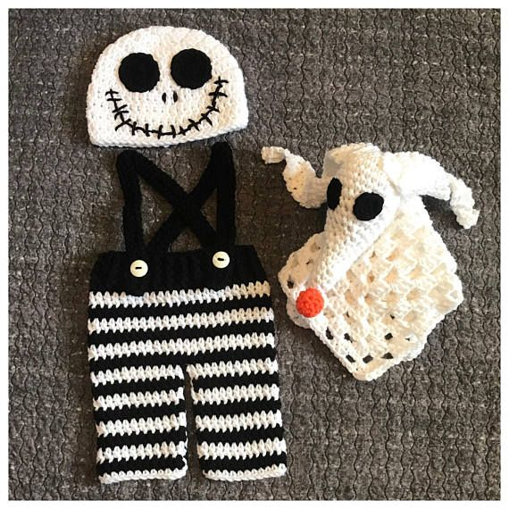 Inspired by The Nightmare Before Christmas. Crochet Jack Skellington baby costume & Zero baby lovey. This sweet set is Size newborn. It should fit a baby up to 10lbs. This set includes: -A Jack Skellington face hat. -A pair of black & white striped pants with black suspenders & white buttons. -A Zero lovey/ snuggle blanket. Perfect little outfit for a Halloween baby, little babes newborn pictures or as a baby shower gift. This set along with everything else in my shop is ...
