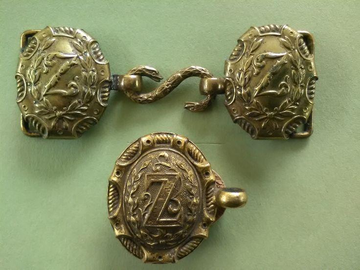 Boucles et oreillons de ceinturons d'officiers de Zouaves.Restauration et second empire. Collection Privée.