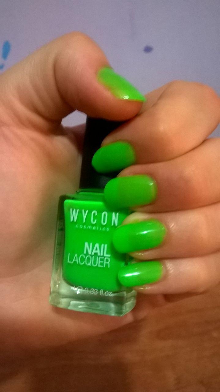 http://www.beautytester.it/tag/swatches-smalto Oggi vi presento lo smalto fluo Wycon Nail Lacquer N. 602 di colore verde che ho provato grazie al sito beautytester.it ( è la prima volta