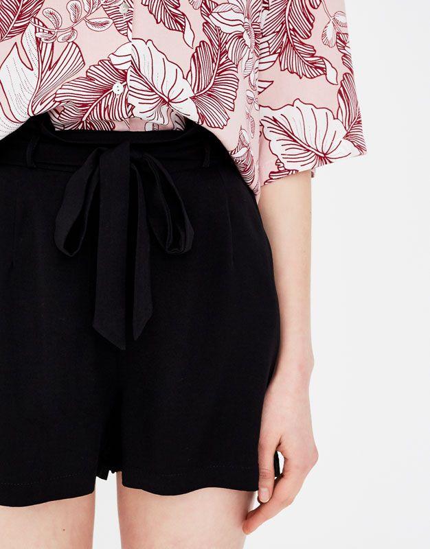 Paperbag Bermuda shorts - Shorts - Clothing - Woman - PULL&BEAR United Kingdom