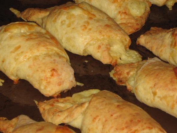 Сырные рогалики ! к завтраку - Простые рецепты Овкусе.ру