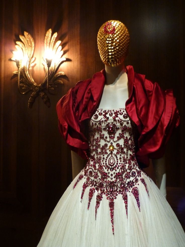 Baronial glamour for romantic Scottish nationalism - Savage Beauty at the V&A Museum with the work of Alexander McQueen