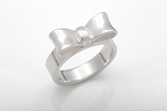 Silver bow ring. CaiSanni.