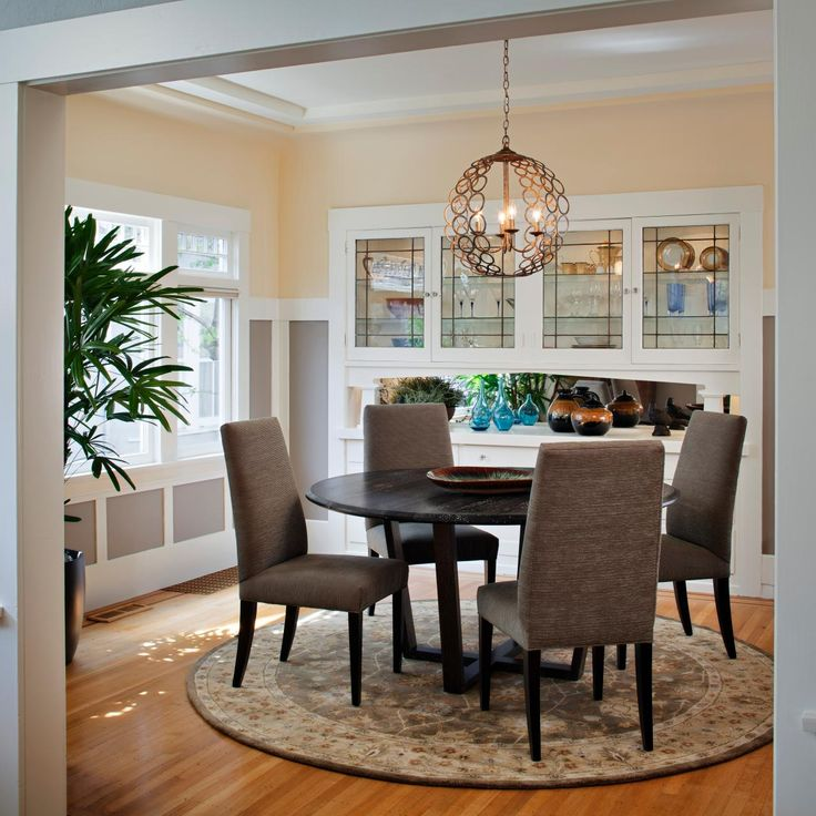 Craftsman Dining Room With Round Table