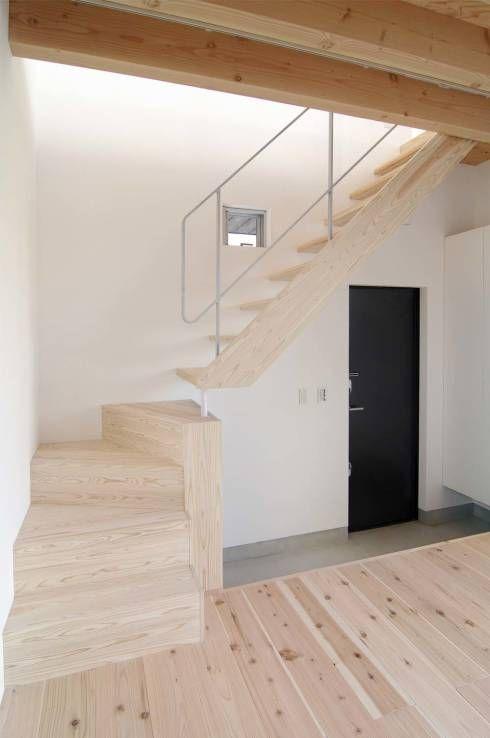二俣川の家: ディンプル建築設計事務所が手掛けたtranslation missing: jp.style.玄関-廊下-階段.modern玄関/廊下/階段です。