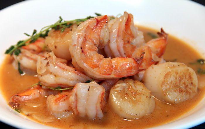 I Gamberi e capesante all'aglio sono una preparazione molto veloce a base di pesce. E' un delizioso antipasto che andrà preparato versando capesante ...