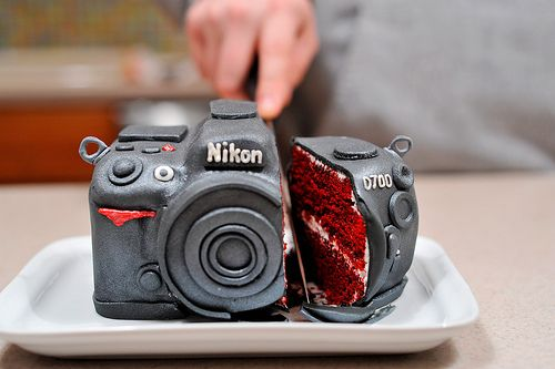 Camera Cake: If I was a cake person, and knew anything at all about cake decorating, I would so make this for my friends Rusty and Wendy!  :)