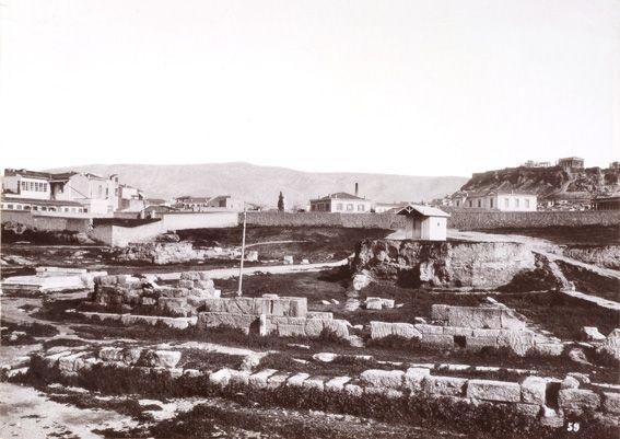 Αφοί Ρωμαΐδη. Το Δίπυλο στον Κεραμεικό, περίπου 1890. © Νεοελληνική Ιστορική Συλλογή Κωνσταντίνου Τρίπου – Φωτογραφικό Αρχείο Μουσείου Μπενάκη