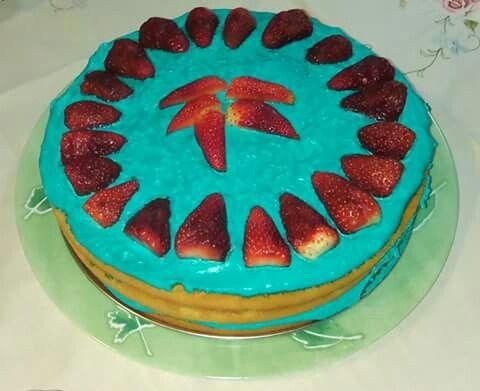 Tort śmietanowy z truskawkami