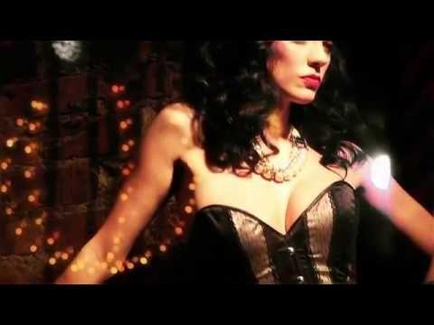 L'art de l'effeuillage n'aura plus de secret pour vous ! Génération-Lingerie.fr vous présente la collection Burlesque Leg Avenue. Fabuleuse collection de lingerie glamour et tenue sexy connue et appréciée dans le monde entier. Ensemble lingerie burlesque et nuisette glamour, body vintage, bustier et corset burlesque, jupe et jupon sexy... A découvrir sur : http://www.generation-lingerie.fr/tenues-sexy/1/dessous-sexy-burlesque/106/