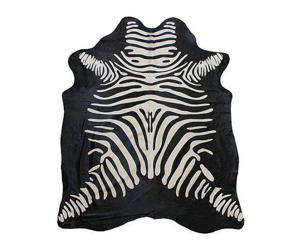 Tappeto di pelle bovina con stampa zebra su sfondo por PuraSpain