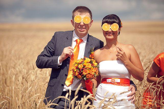 Апельсиновая свадьба, невеста с женихом