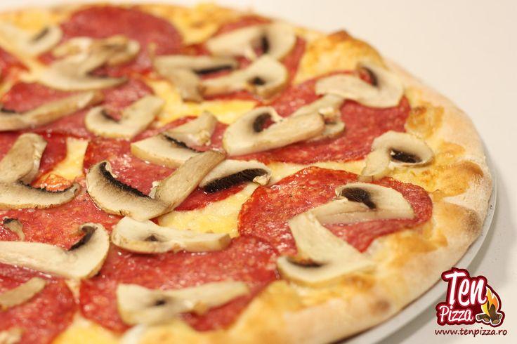Pizza Uovo Salami - Salsa di pomodoro, mozzarella, salam