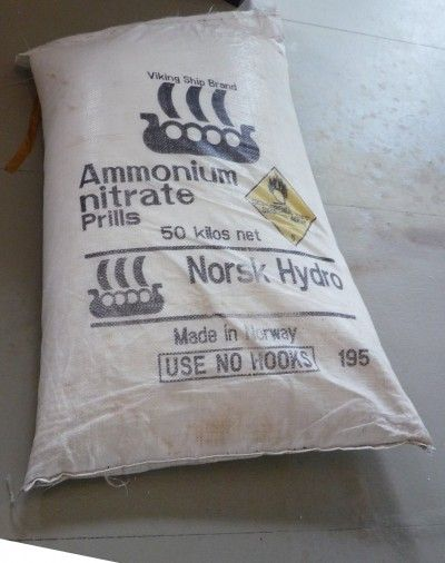 Ammonium Nitrate Fertilizer: How To Use Ammonium Nitrate In Gardens - Easier forms of nitrogen that occur in processed fertilizers include ammonium nitrate. What is ammonium nitrate? It is a fairly simple compound to make and inexpensive, making it a top choice for agricultural professionals. Click here to learn more.