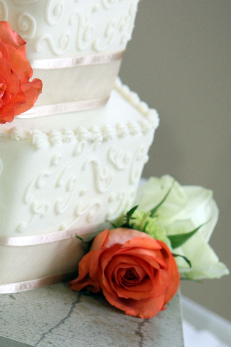 Such a beautiful cake for the bride.