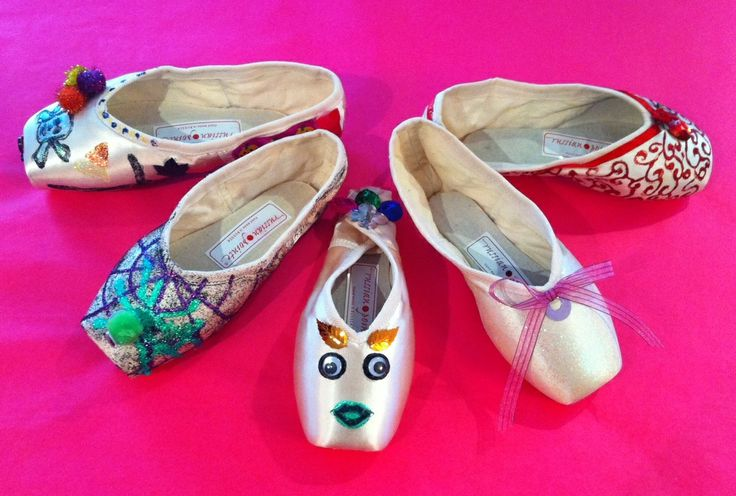 51 best images about decorated pointe shoes on pinterest for Ballet shoes decoration