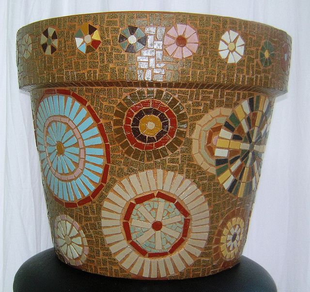 circles and flowers mosaic pot, via Flickr.
