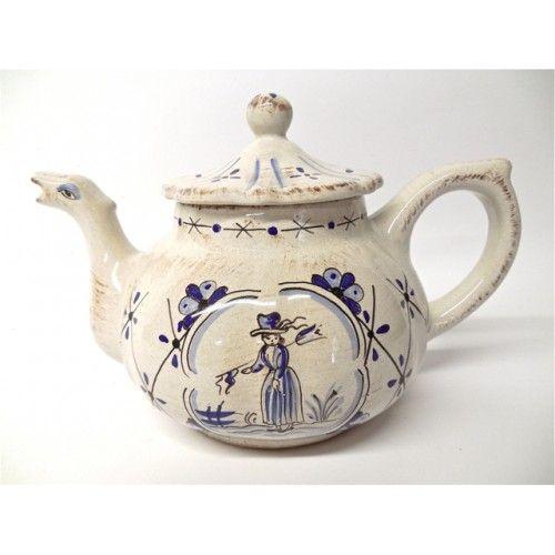 Sophia Teapot, handmade in Deruta, Umbria, Italy