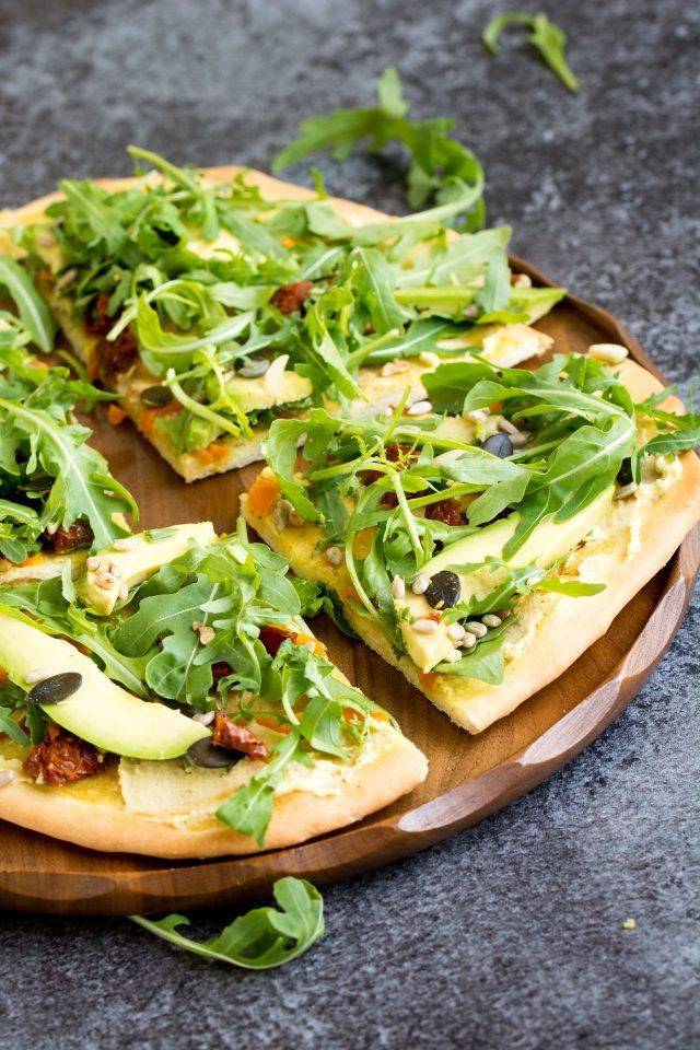 15 Minute Hummus Salad Pizza: this pizza is your new lunchbox best friend. It's absolutely perfect for a quick lunch on the go!